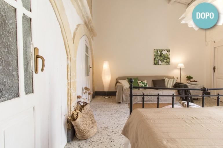 La zona soggiorno invita al relax. Tutti i vechi mobili presenti nel Dammuso sono stati recuperati.